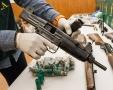 material incautado por la guardia civil en redadas antidroga de San Roque y casco antiguo, varios vehiculos,  hachís, dos subfusiles-ametralladores, dos escopetas y un rifle,