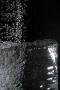 aqualia, factura del agua, refrescante vaso de agua con anticlimática factura al fondo