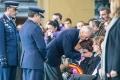 ministro de Defensa, Pedro Morenés, entrega medalla postuma y bandera a la viuda del piloto fallecido en accidente aerero en  base militar talavera,